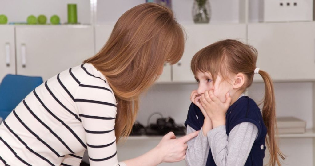 mistakes a mother should avoid when raising a child 000